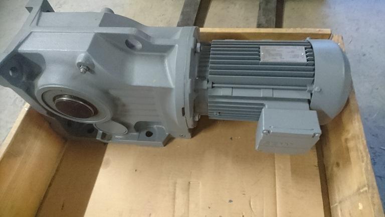SEW vaihdemoottori KA87BDV100L4 3kW 1400/20